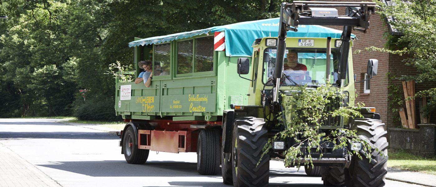 Mit Bauer Hans auf Tour im Landerleben-Wagen